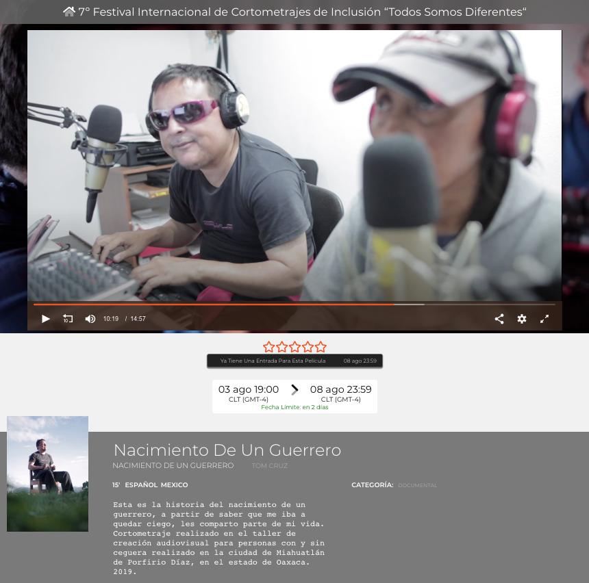captura de pantalla del cortometraje nacimiento de un guerrero, en ella están dos personas sentadas en una cabina de radio, un hombre usa lentes oscuros