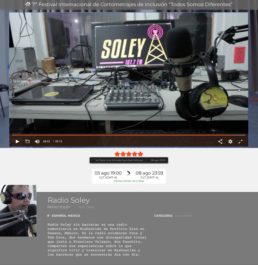 captura de pantalla del video radio soley, es una cabina de radio y se ve una computadora donde hay un letrero que dice SOLEY